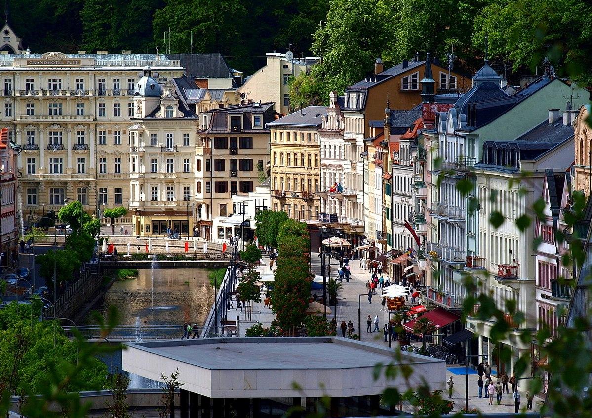1200px-Karlovy_Vary_město_1.jpg