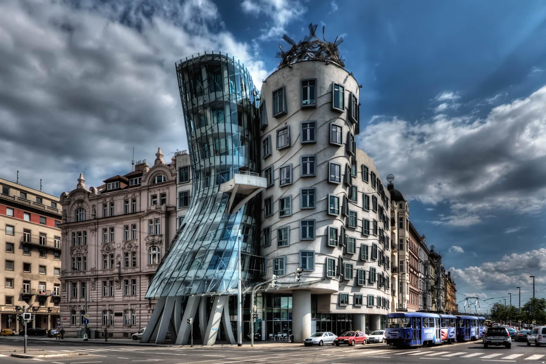 Dancing_House,_Prague.jpg