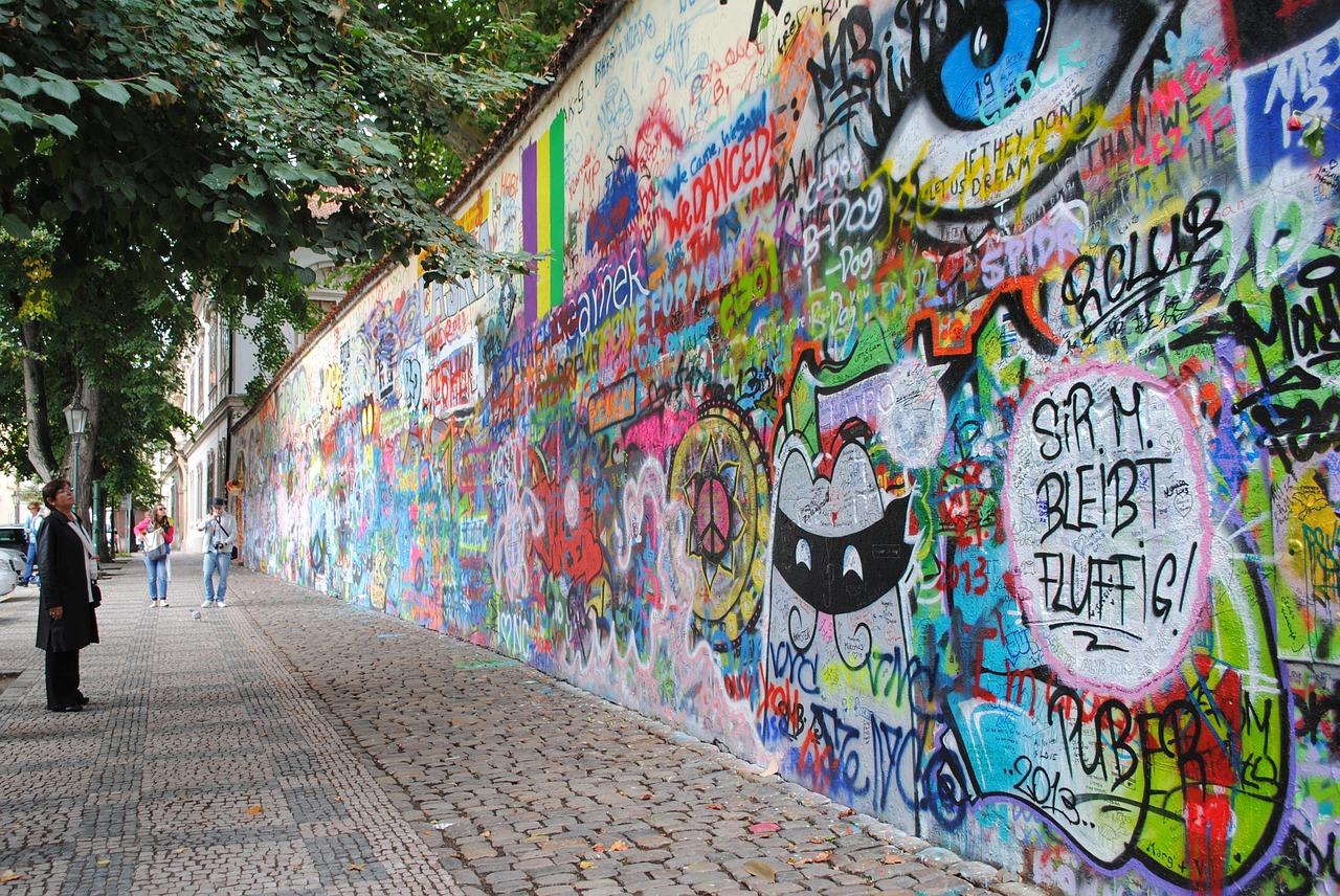 john-lennon-wall-2042770_1280