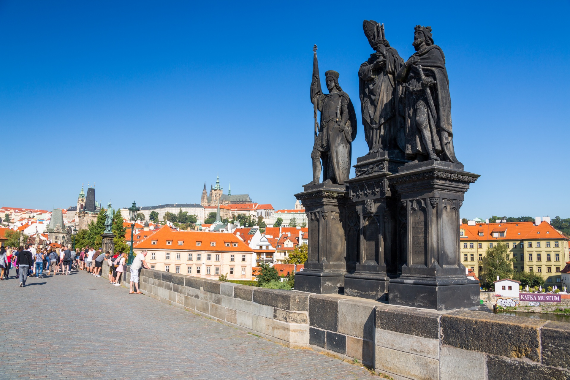 statues-on-charles-bridge-1551260590fAA